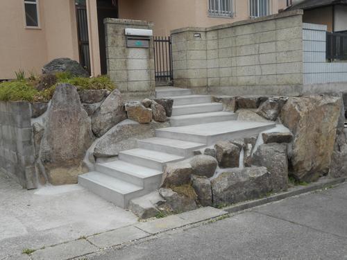 階段もきれいになりました