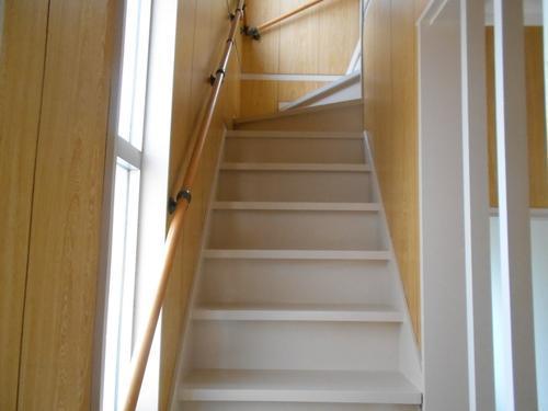 室内階段もきれいです