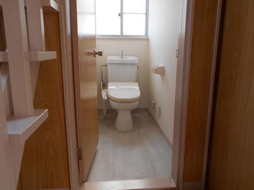 ウォシュレット付のトイレです